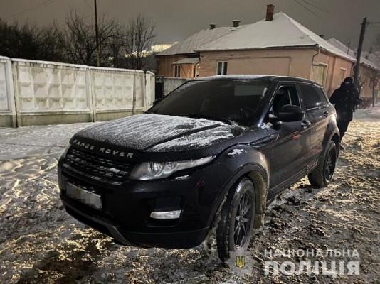 У Мукачеві зупинили Range Rover та Audi. Відомо, що знайшли під час перевірки