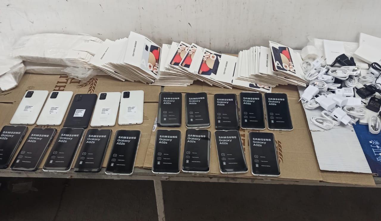 У хлопця із Закарпаття виявили понад 20 телефонів: їх конфіскували