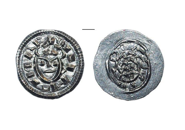 В Ужгородському замку знайшли старовинну монету