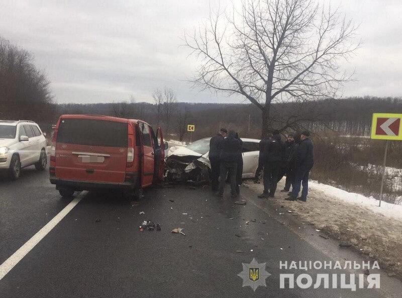 На Мукачівщині зіткнулись 4 машини. Серед постраждалих є діти