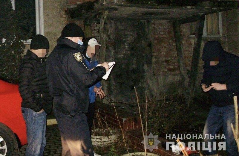 Поліцейські розповіли про посилку, яку отримав хлопець у Мукачеві