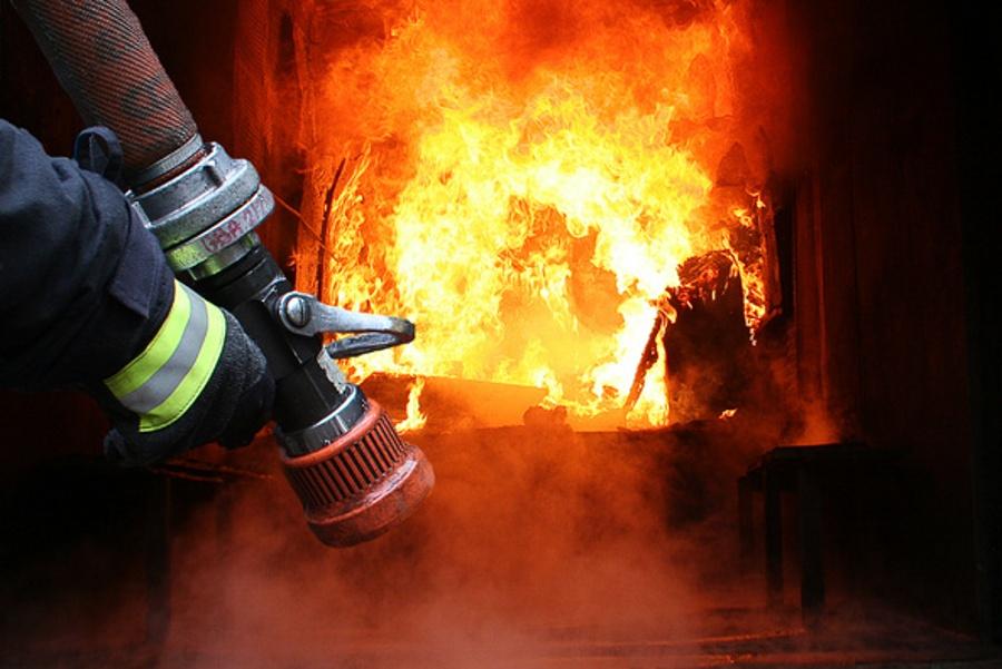 По опівночі у селі на Закарпатті вирувала велика пожежа