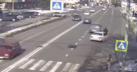 Як водій збив велосипедиста зняли на відео