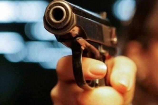 Вночі чоловік стріляв у трьох закарпатців