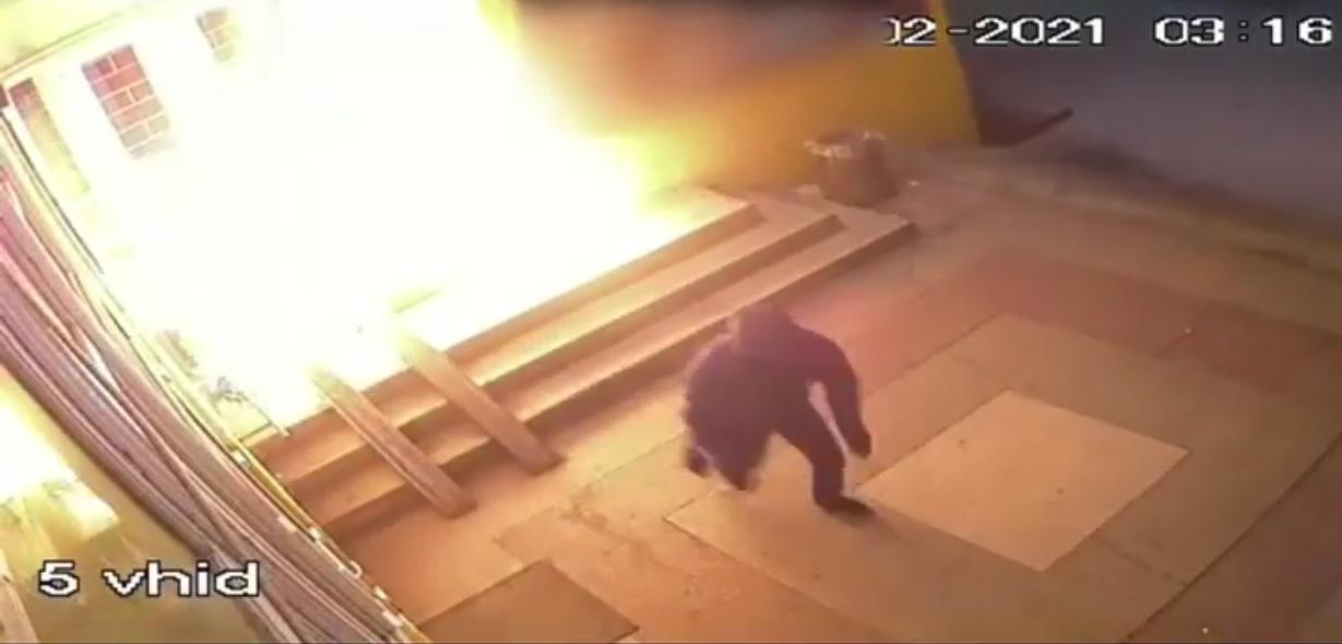 У Воловці підпалили магазин: процес підпалу зняли на відео
