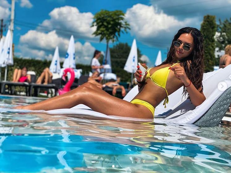 Мукачівка Антонія-Джесіка Чегі бере участь у шоу Холостяк 2021: подробиці та фото дівчини