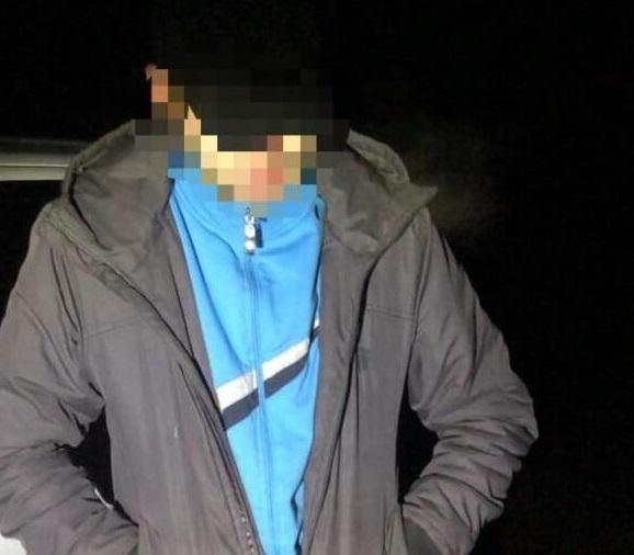 Вночі на Берегівщині помітили чоловіка, який поводився підозріло