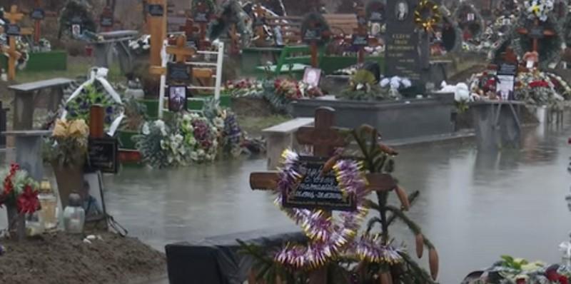 Побачене на кладовищі в Мукачеві шокувало людей
