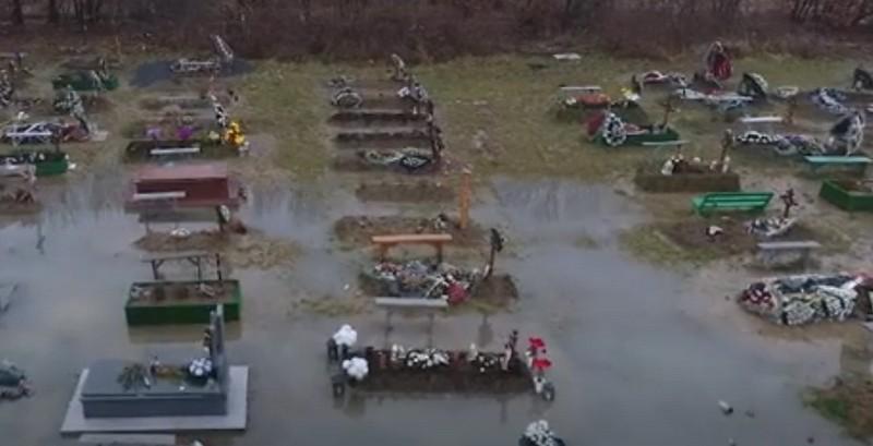 """У Мукачеві """"трупна"""" вода потрапляє прямо у колодязі містян, – ЗМІ"""