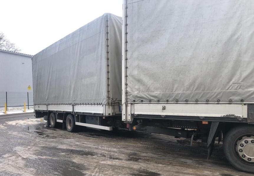 Закарпатець намагався завезти в Україну автопричіп за підробленим документом