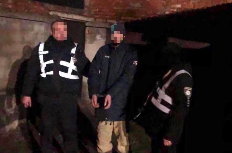 Чоловік пробрався в один із будинків. Його затримали на місці злочину