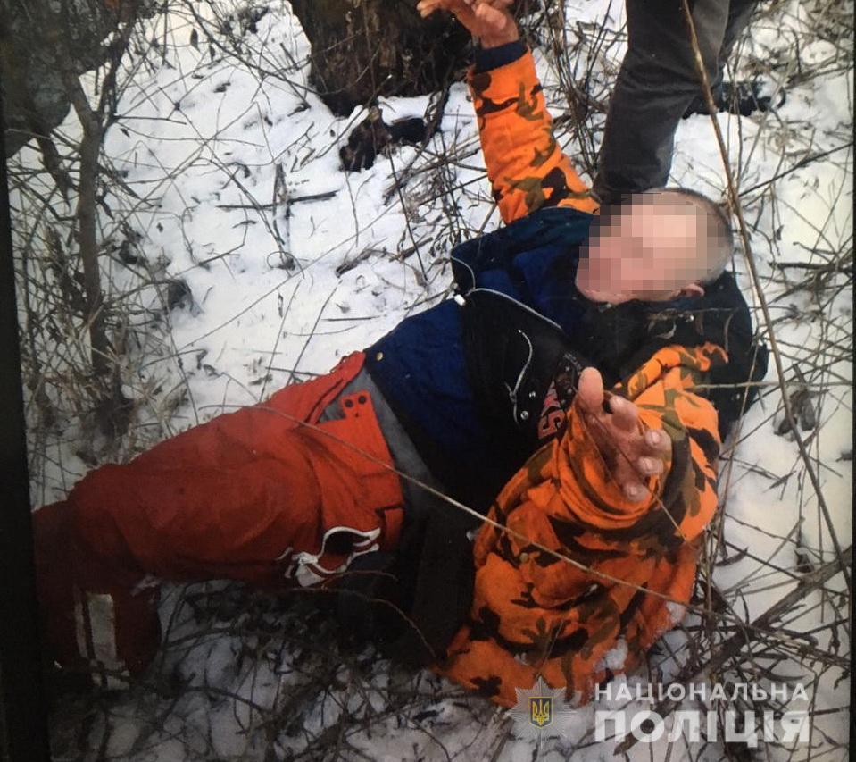 На Закарпатті ледь не загинули двоє людей. Їх врятували поліцейські: подробиці
