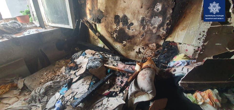 Пожежа в Ужгороді: поліція вивела людей з багатоповерхівки, дітей виносили на руках