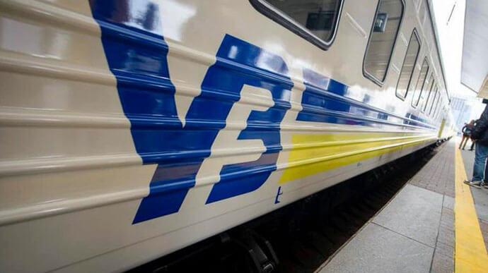 """""""Укрзалізниця"""" із 26 лютого призупиняє продаж квитків на поїзди до Івано-Франківщини"""
