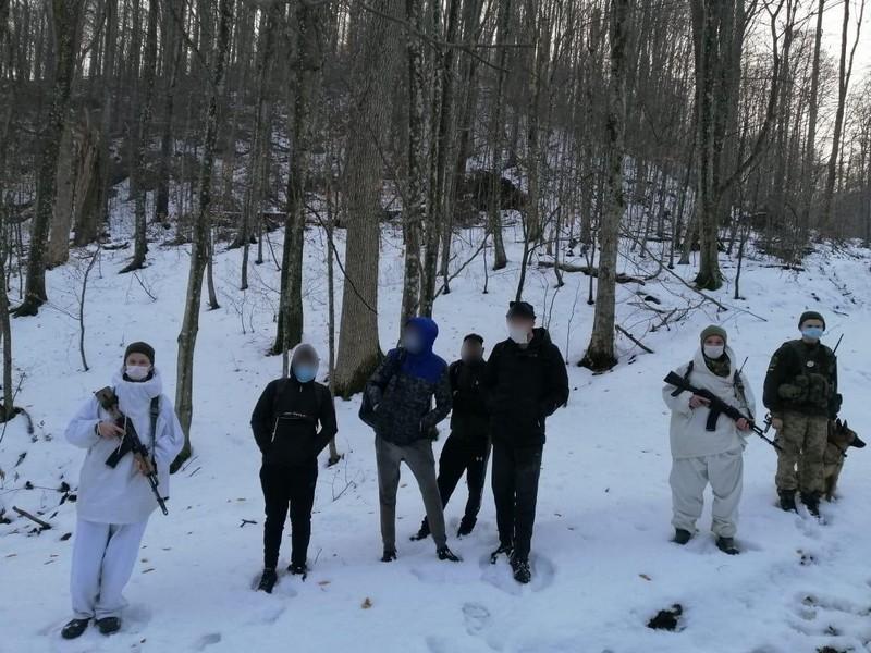В Ужгородському районі прикордонники пострілами зупиняли хлопців