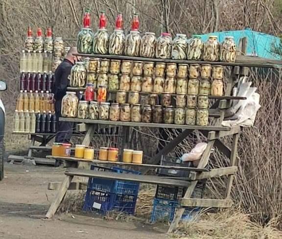 У Мукачеві склали акти на продавців, які торгували на трасі
