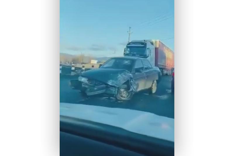 Автомобілі потрощені: у мережі показали відео ранкової аварії на Закарпатті