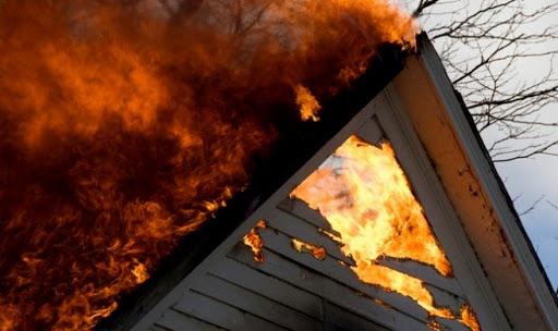 Пожежа на Ужгородщині: вогонь знищив кімнату, мансарду та перекриття