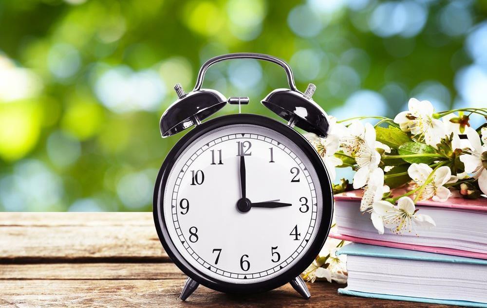 У Верховній Раді закликають скасувати переведення годинників на літній і зимовий час