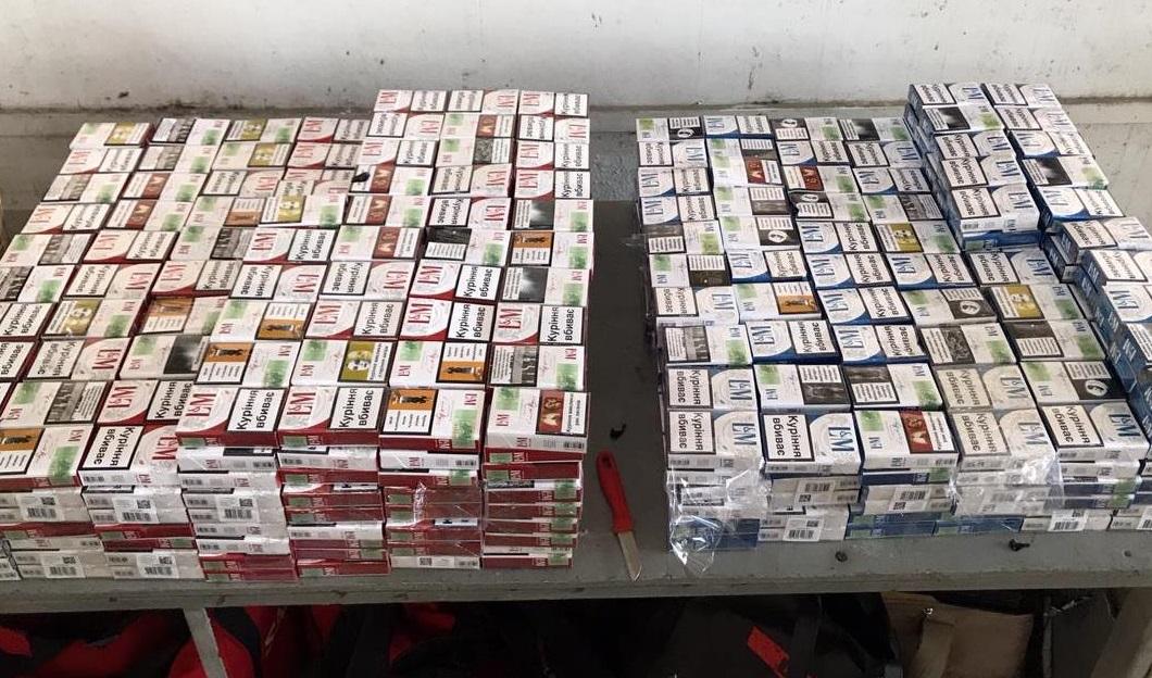 На кордоні з Угорщиною митники знайшли сховки із сигаретами в іномарці