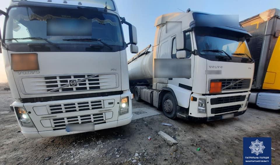 У Мукачеві зупинили дві вантажівки з напівпричепами-цистернами: у чому підозрюють водіїв
