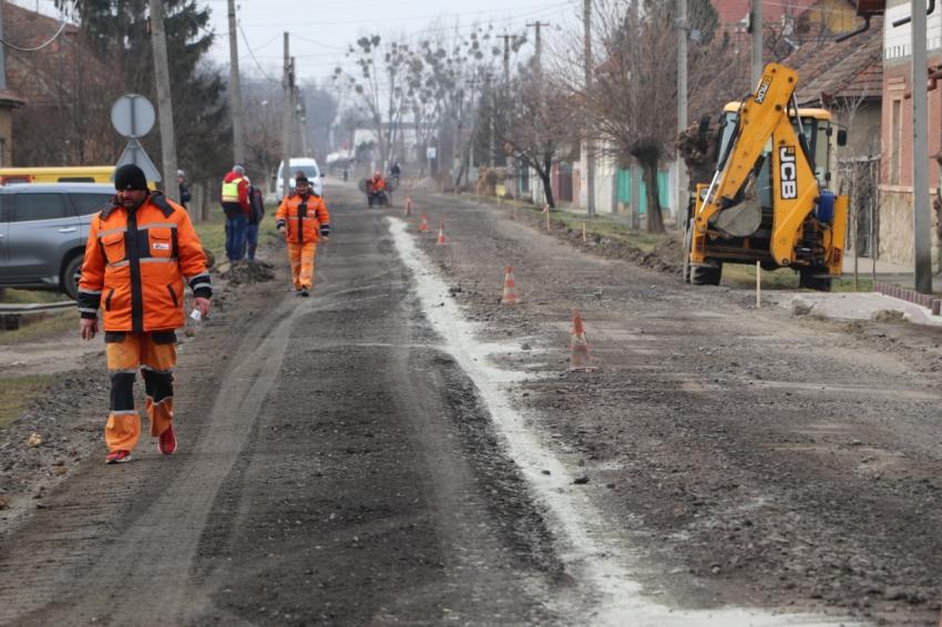 На Закарпатті почали відновлювати дорогу, яку не ремонтували понад 30 років