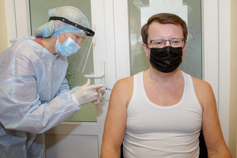 Очільник Закарпаття Анатолій Полосков вакцинувався від коронавірусу
