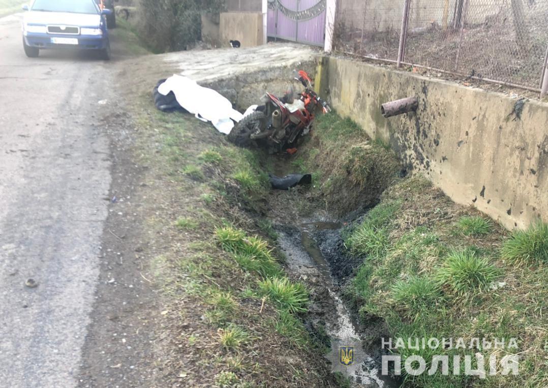 У селі на Мукачівщині на мотоциклі розбився 18-річний хлопець: фото та подробиці