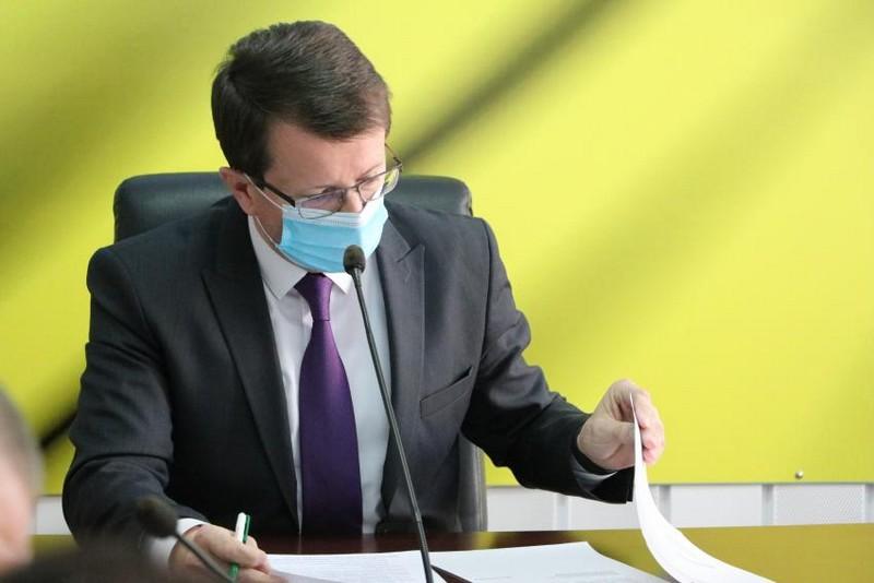 Закрити продовольчі ринки і дитсадки: голова Закарпатської ОДА зібрав позачергове засідання регіональної комісії ТЕБ та НС