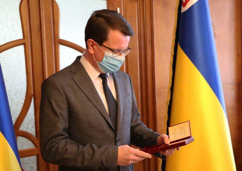 Голова ОДА вручив державні відзнаки 11 закарпатцям