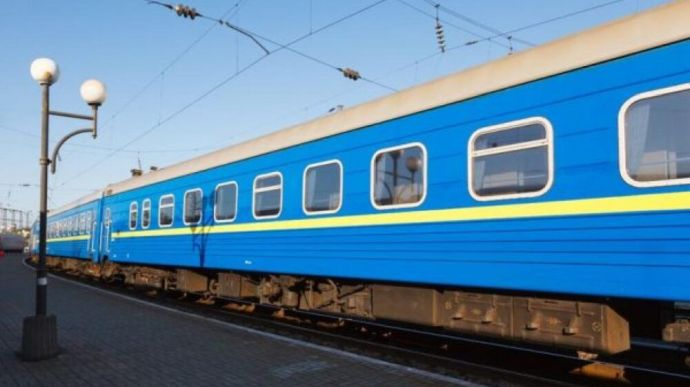 """В """"Укрзалізниці"""" розповіли, коли відновлять залізничне сполучення із Закарпаттям"""