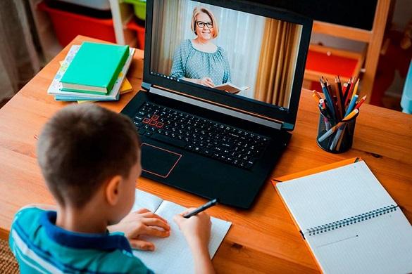Школярі 1-4 класів Ужгорода переходять на дистанційне навчання