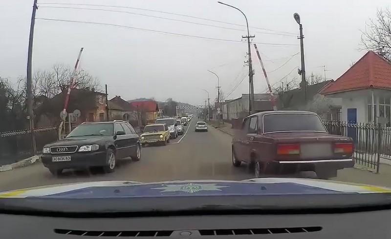 Патрульні показали, як у Мукачеві водій порушив ПДР