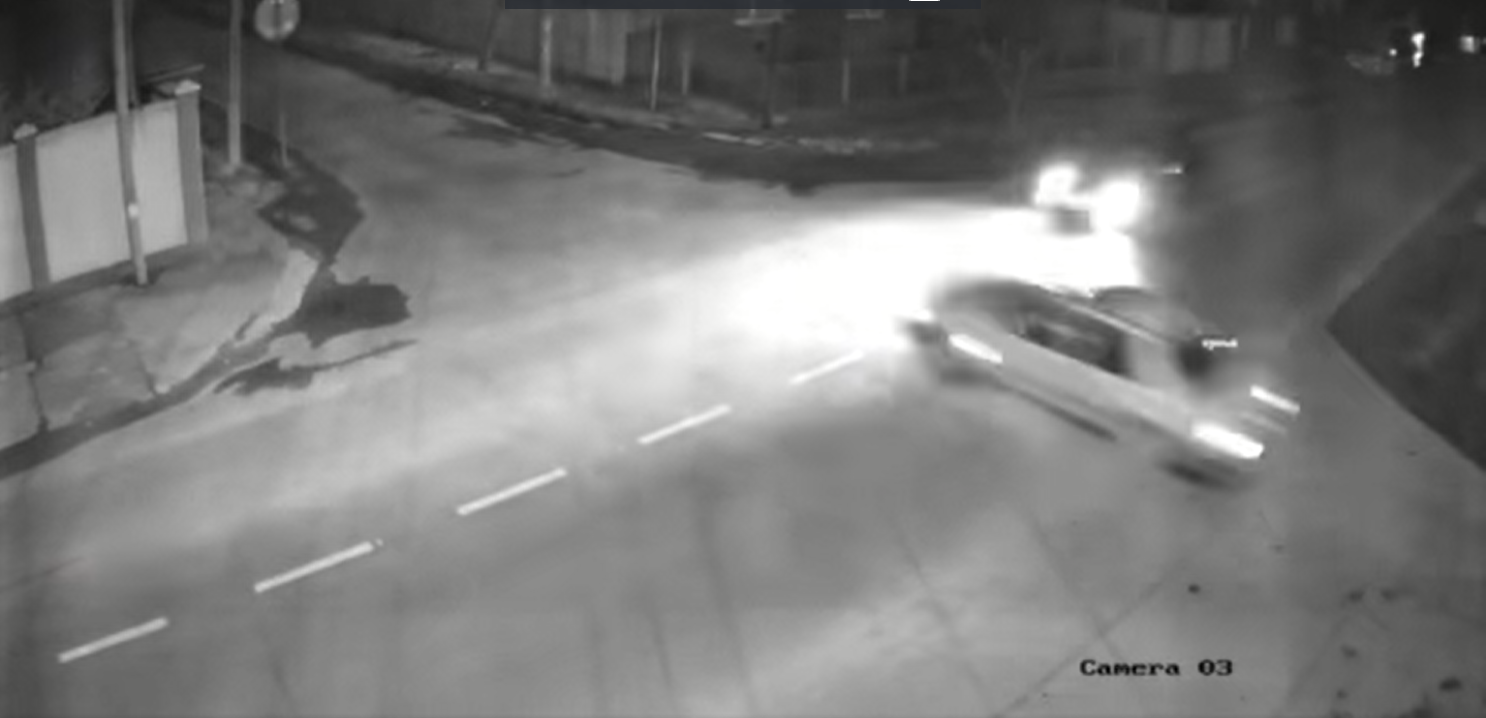 На шаленій швидкості зіткнулися авто: момент потрапив на камеру
