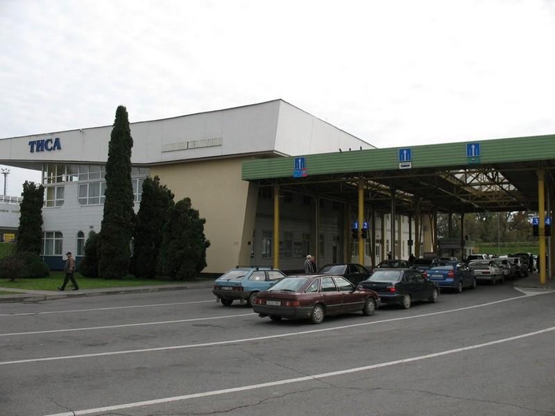 Росіянин на краденій машині Lexus намагався перетнути кордон на Закарпатті
