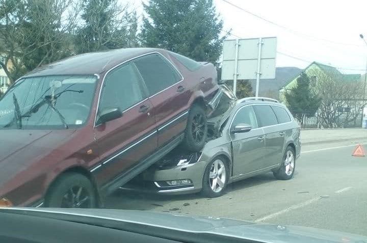 У Хусті трапилась карколомна аварія
