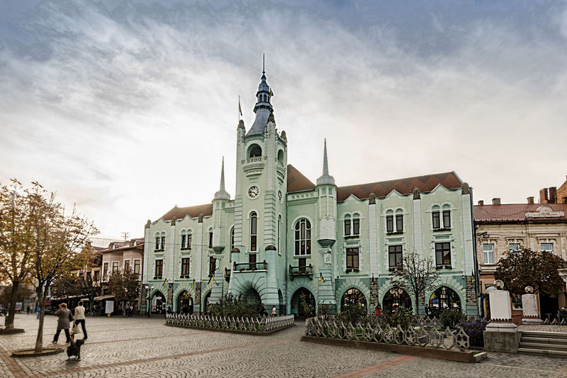 Оприлюднено зарплати чиновників Мукачівської міської ради