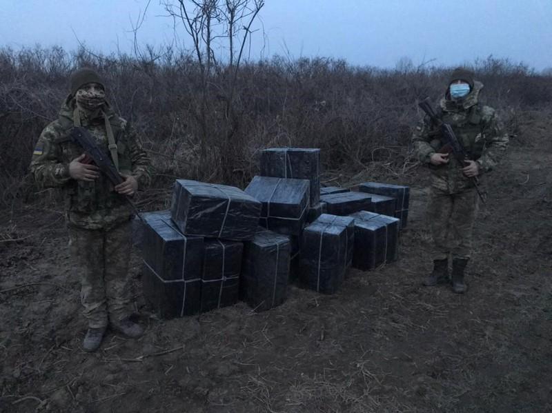 За 500 метрів від кордону знайшли чималу партію контрабанди