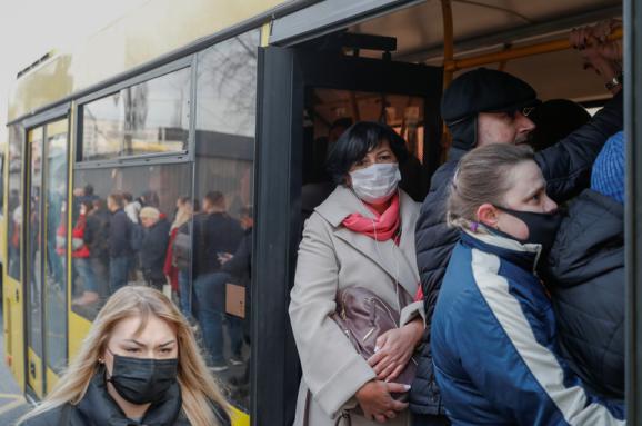"""Змінено правила роботи громадського транспорту в умовах """"червоної"""" зони"""