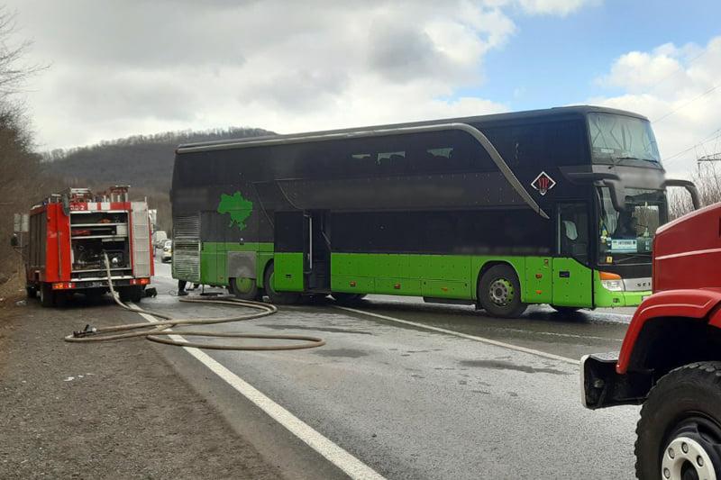 На Закарпатті загорівся пасажирський автобус, в якому перебували 37 пасажирів