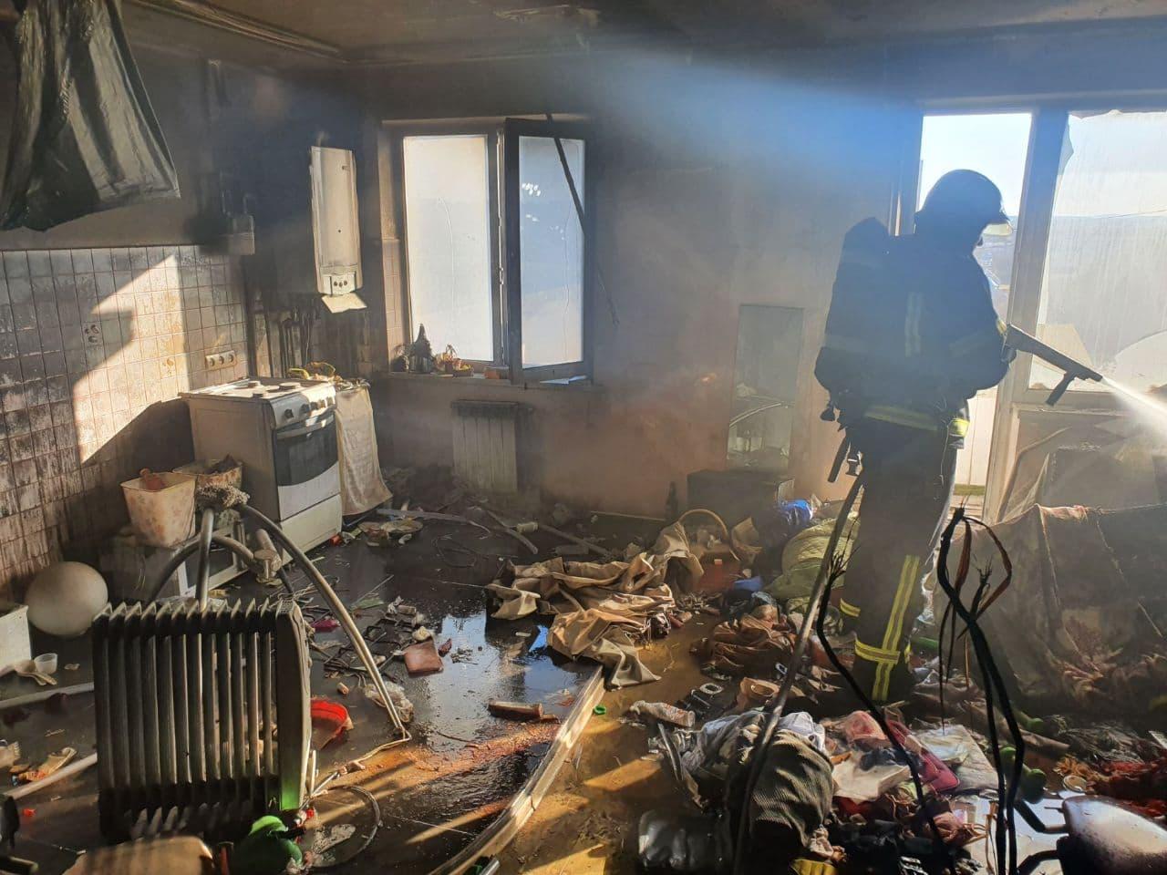 Жінка запалила свічку: названо попередню причину пожежі у квартирі в Мукачеві