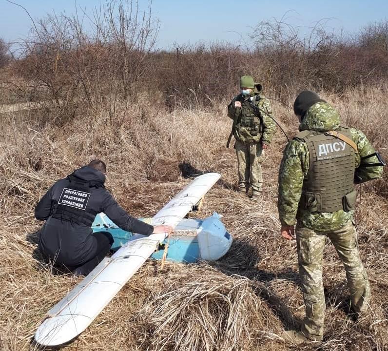 Прикордонники викрили 4 контрабандистів з безпілотником