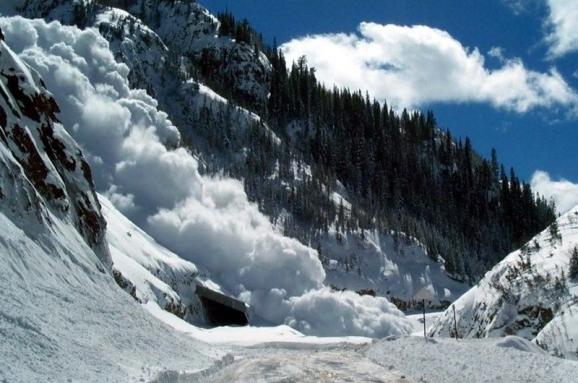 Закарпатців попередили про значну сніголавинну небезпеку