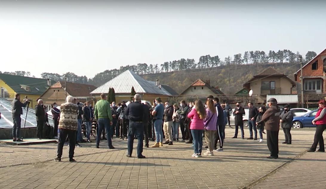 Мітинг у закарпатському селі: що викликало обурення людей