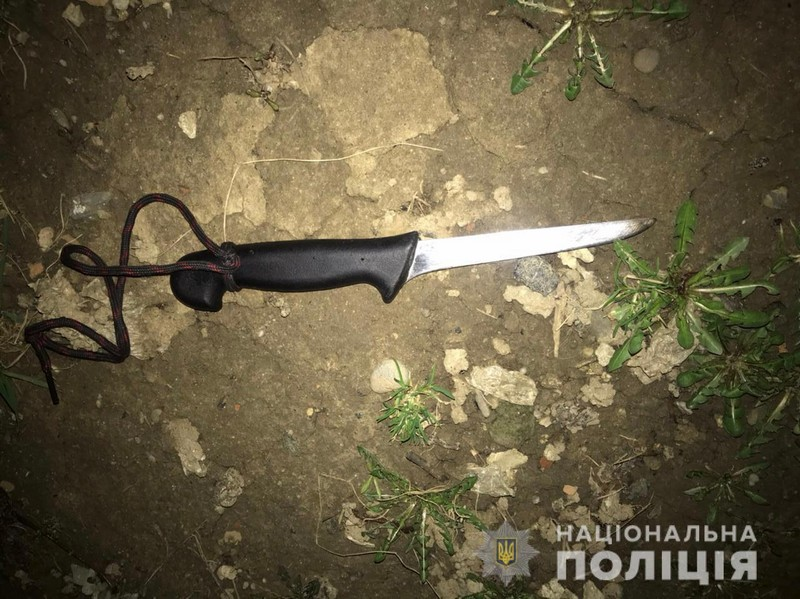 Ножем у груди: чоловік через ревнощі напав на жінку