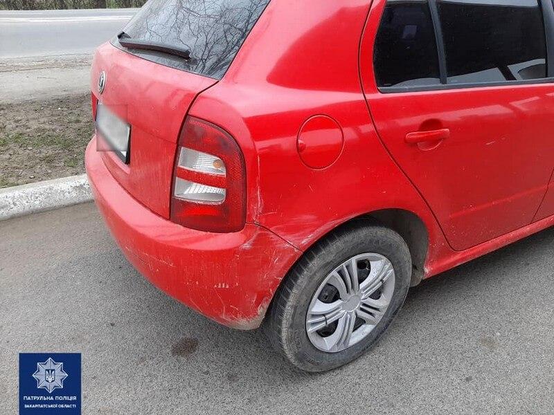 У Мукачеві таксист скоїв ДТП і втік. Патрульні розшукують очевидців