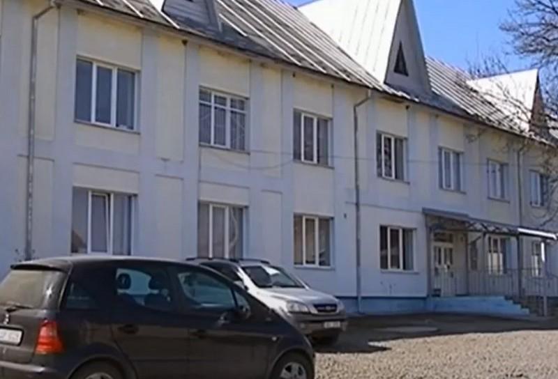 У розпал епідемії на Закарпатті закрили лікарню, а медиків – звільнили