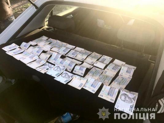 Закарпатець пропонував поліцейським 17 тисяч гривень