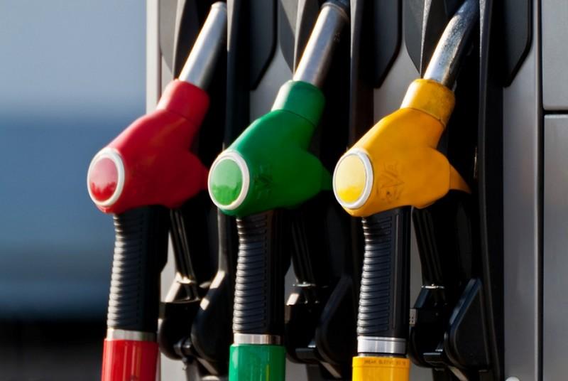 Мережі АЗС знижують ціни на бензини