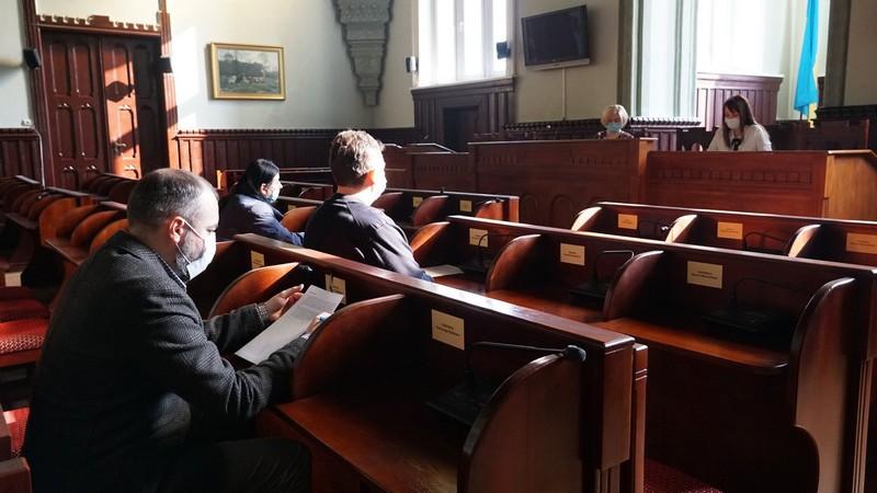 Виконком затвердив: двом дітям-сиротам у Мукачеві придбали квартири